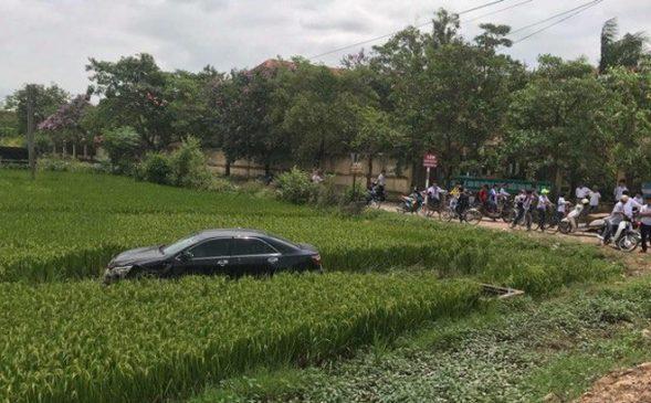 Bất ngờ mất lái chiếc xe Camry tông chết nhiều người đi đường