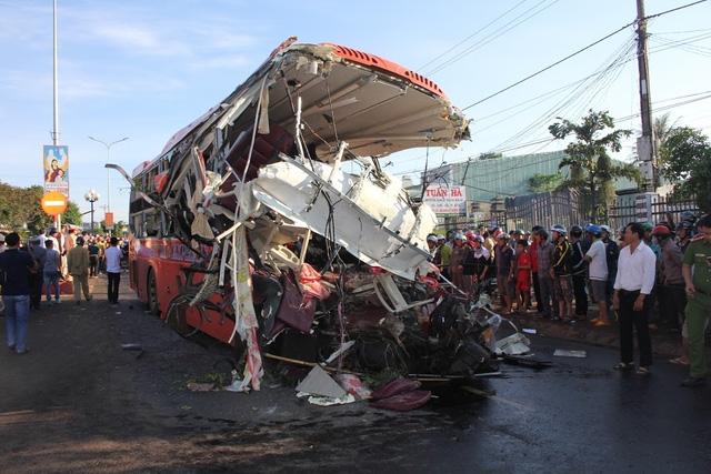 Tai nạn thảm khốc ở Gia Lai khiến 13 người tử vong