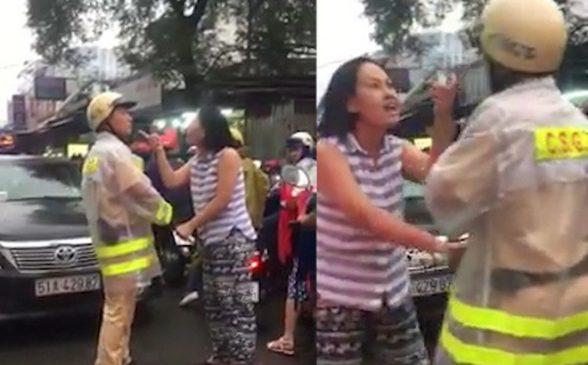 Người phụ nữ không ngừng đôi co và lăng mạ chửi bới CSGT (ảnh cắt từ clip)