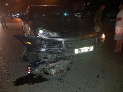 Chiếc xe chỉ dừng lại khi một chiếc xe đã nằm dưới gầm
