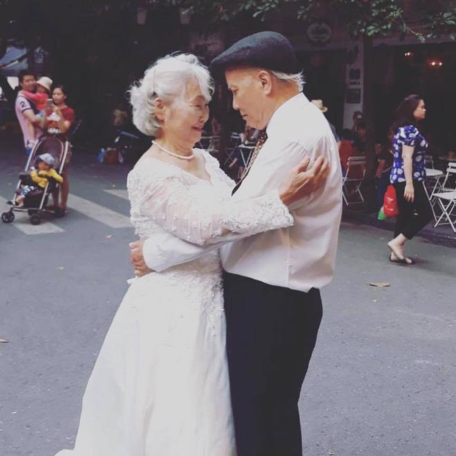 ngưỡng mộ cặp vợ chồng gia, ghen tị cặp vợ chồng già