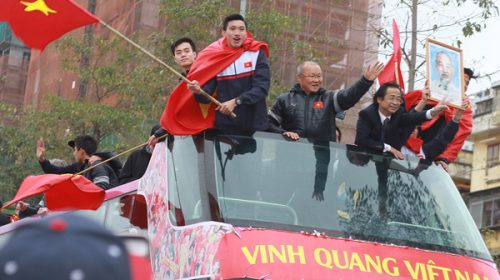 dòng người dài hơn 30km chào đón U23 Việt Nam