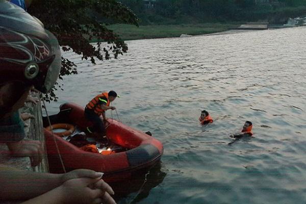 Phát hiện thi thể đôi nam nữ ôm chặt nhau dưới đáy hồ