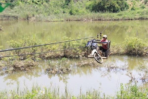 Kon Tum vẫn phải đấu tranh giành sự sống…đu dây qua sông để… SỐNG