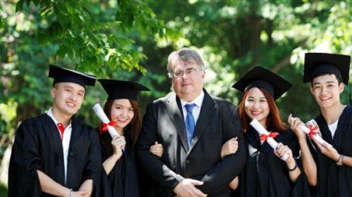 Sinh viên theo học tại Viện Đào tạo Quốc tế - ĐH Kinh tế Quốc dân.