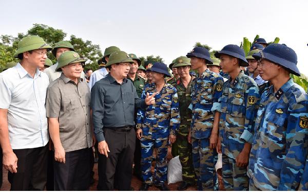 Phó Thủ Tướng yêu cầu triển khai giải pháp ứng phó bão toàn tỉnh