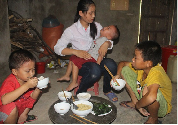 4 chị em mồ côi sống leo lắt qua ngày, mẹ ung thư giai đoạn cuối