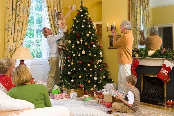 Trang trí ngôi nhà, hoạt động thú vị mùa Giáng Sinh