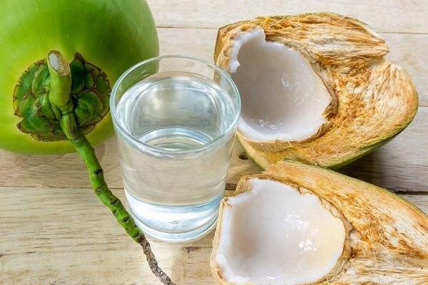 Dưỡng da, dáng đẹp nhờ tác dụng của nước dừa
