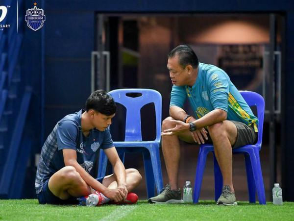 Supachai bị chủ tịch CLB nhắc nhở khi về Buriram United