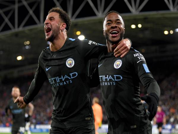 Bóng đá Anh chiều 31/5: Sterling và Walker bị CĐV gọi là khỉ